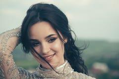 Cosméticos y skincare del maquillaje Salón de belleza y peluquero Retrato de la manera de la mujer atractiva Muchacha linda alegr fotos de archivo libres de regalías
