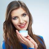 Cosmétique de soins de la peau de prise de jeune femme Nettoyez la peau Femelle de beauté photos stock
