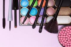 Cosmétiques décoratifs pour le maquillage de fête de vacances images stock