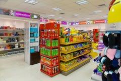 Cosmétiques de boutique hors taxe, parfum, sucreries Images libres de droits