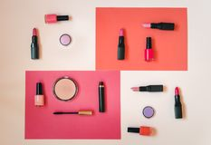 Cosmétiques de maquillage et vernis à ongles image stock