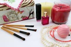 Cosmétiques et accessoires féminins Images stock
