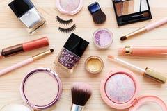 Cosmétiques et produits de maquillage photographie stock libre de droits