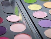 Cosmétiques professionnels, palette avec le fard à paupières, Image stock