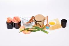 Cosmetici casalinghi isolati su bianco Fotografia Stock