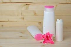 Cosmetici con il fiore Fotografia Stock Libera da Diritti