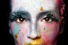 Cosmetici creativi su una bella donna Fotografia Stock Libera da Diritti