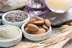Cosmetici della natura, preparazione fatta a mano con gli oli essenziali ed a Fotografie Stock