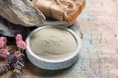 Cosmetici della natura, preparazione fatta a mano con gli oli essenziali ed a Immagine Stock