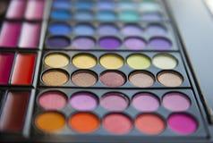 Cosmetici della tavolozza dell'ombretto messi Fotografia Stock Libera da Diritti
