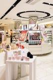 Cosmetici di lusso delle donne sul supporto del deposito Fotografia Stock Libera da Diritti