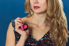 Cosmetici di rosa della parte posteriore del blu della donna di giorno di S. Valentino della st Fotografia Stock Libera da Diritti
