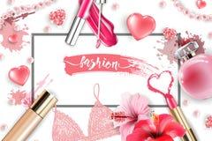 Cosmetici e fondo di modo con gli oggetti del truccatore: la lucentezza del labbro, profumo, perla rosa borda, cuori scintillanti Fotografia Stock