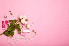 Cosmetici ed accessori del ` s delle donne alla moda Immagine Stock