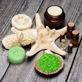 Cosmetici ed accessori della stazione termale Immagini Stock Libere da Diritti