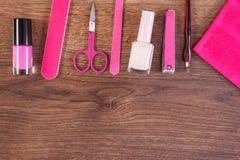 Cosmetici ed accessori per il manicure o il pedicure, concetto di cura dell'unghia, spazio della copia per testo Fotografia Stock