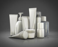 Cosmetici messi su un fondo grigio Immagine Stock