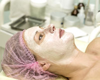 Cosmetician cleaning face Royalty Free Stock Photography