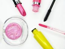 Cosmetico stabilito del gruppo della mascara dei lipgloss degli ombretti del rossetto per il mak Fotografie Stock Libere da Diritti