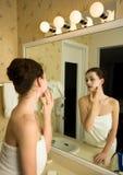 Cosmetik mask. A beauty girl doing a cosmetik mask royalty free stock photos