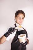Cosmetologist mit Wachs auf Spachtel Lizenzfreies Stockfoto
