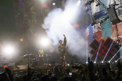 Cosmo在音乐会的阶段执行5月一日 免版税图库摄影