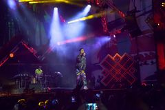 Cosmo exécute sur l'étape du concert du premier le mai Photographie stock