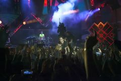 Cosmo exécute sur l'étape du concert du premier le mai Image libre de droits