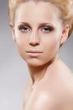 Cosméticos, beleza. Mulher sensual com pele pura Imagens de Stock Royalty Free