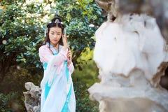 cosplay传统古老戏曲服装的hanfu的亚裔中国妇女 免版税图库摄影