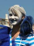 Cosplay节日的微笑的美丽的笑剧艺术家 库存照片