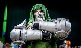 Cosplay comme docteur Doom de merveille photographie stock