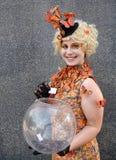 Cosplay Effie Trinket Jogos da fome imagens de stock