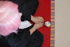 Cosplay med rosa hår royaltyfri fotografi