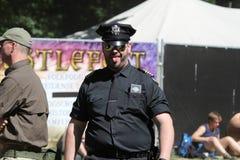 Cosplay-Polizeibeamte bei Castlefest 2013 lizenzfreie stockbilder