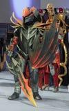 Cosplayer穿戴了作为字符龙骑士 免版税库存图片