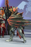 Cosplayer穿戴了作为字符龙骑士 免版税图库摄影