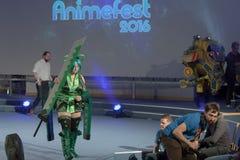 Cosplayer穿戴了当从Vividred的字符鲜绿色 库存照片