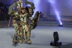 Cosplayer одело как крестоносец Кельвин характера от игры Диабло стоковая фотография rf