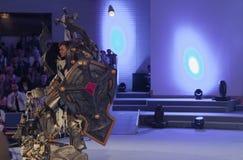 Cosplayer одело как крестоносец Кельвин характера от игры Диабло стоковое фото