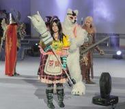 Cosplayer одело как характер Алиса Lidell Стоковая Фотография RF
