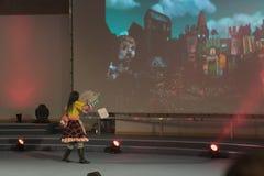 Cosplayer одело как характер Алиса Lidell Стоковые Изображения RF
