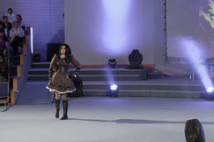 Cosplayer одело как характер Алиса Lidell Стоковое Фото