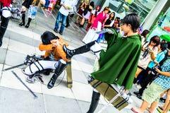 Cosplayer als Charaktere Levi und Eren Jaeger vom Angriff auf Titanen. Lizenzfreie Stockbilder