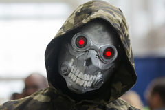 Cosplayer avec le masque de crâne Photos libres de droits
