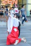 Cosplayer como caracteres Kikyo de InuYasha Fotos de archivo