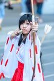 Cosplayer como caracteres Kikyo de InuYasha Fotografía de archivo