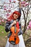 Cosplayer con el violín al aire libre Imagen de archivo libre de regalías