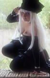Cosplayer en el vestido del empresario de pompas fúnebres Imagen de archivo