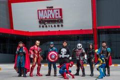 Cosplayer-Gruppe sind Tat vor der Wunder-Erfahrung Thailand bei Megabangna, Samut Prakan, Thailand stockbild